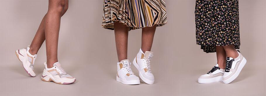 Welke sneakers draag je onder een kleedje?