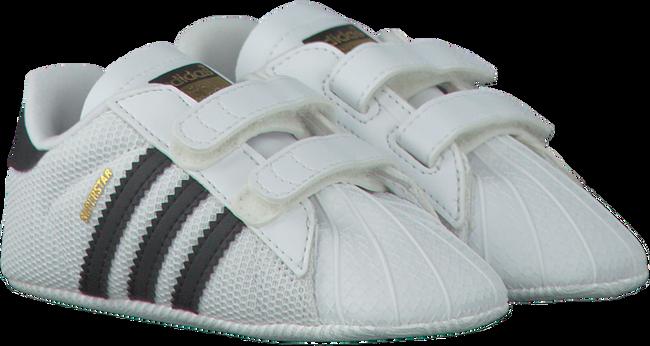 ADIDAS Chaussures bébé SUPERSTAR CRIB en blanc - large