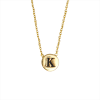ALLTHELUCKINTHEWORLD Collier CHARACTER NECKLACE LETTER GOLD en or - medium