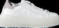 P448 Baskets basses LOUISE en blanc  - medium