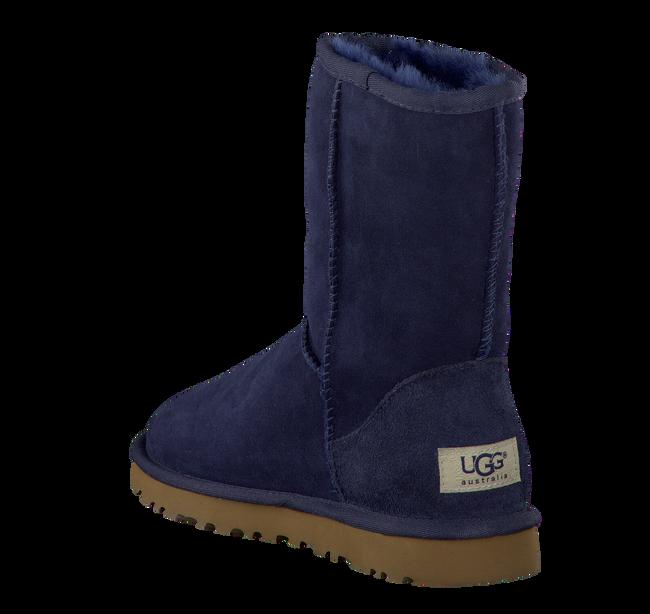 UGG Bottes fourrure CLASSIC SHORT en bleu - large
