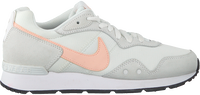 Witte NIKE Lage sneakers VENTURE RUNNER WMNS  - medium