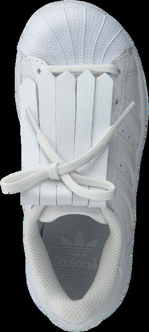SNEAKER BOOSTER Bonbons des chaussures SN KIDS en blanc - large