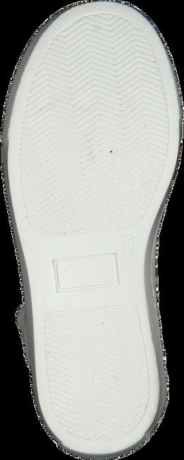 P448 Baskets LOVE en blanc - large