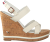 Witte TOMMY HILFIGER Sandalen CORPORATE WEDGE  - small